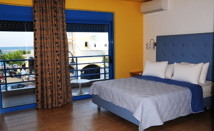 Double Bed room with sea view bed