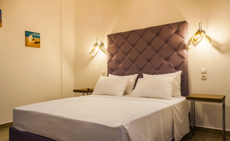 Ground Suite double room double bed second picture