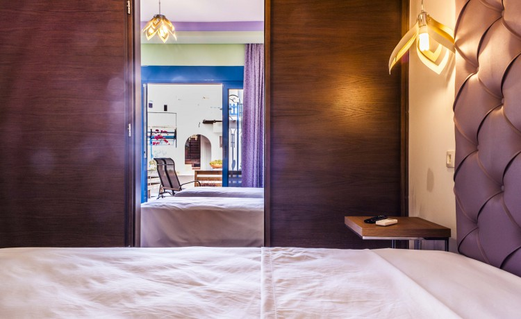 Ground suite's room with double bed