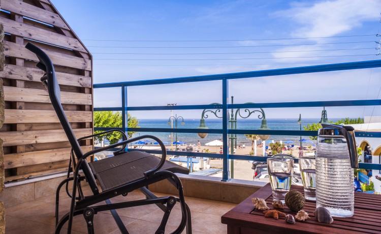 Sea view suite balcony